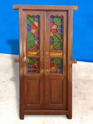 درب قدیمی بازسازی شده با چوب راش