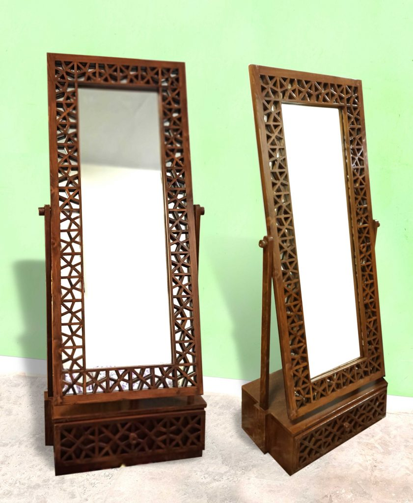 Traditional mirror frame